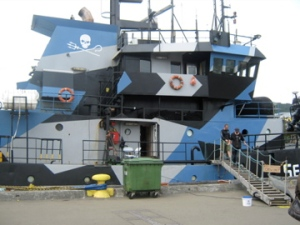 Gangplank and random Sea Shepherd crew leaving ship